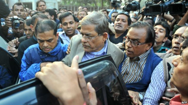 Fakhrul Islam Alamgir (C), secretary general of the Bangladesh Nationalist Party (BNP), is escorted following his arrest in Dhaka on Jan. 6, 2015